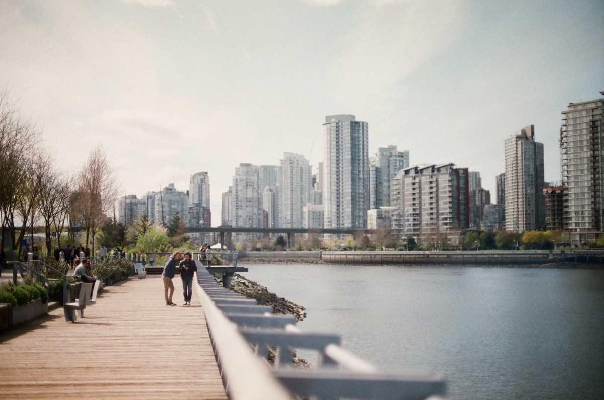 People enjoying Vancouver's seawall